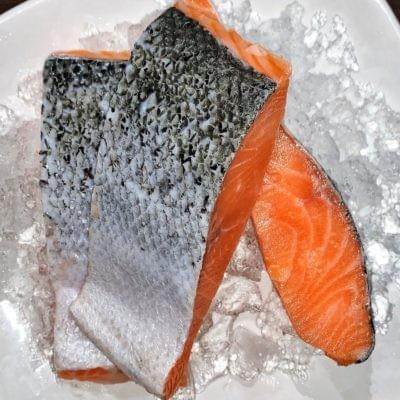 SALMON FILLET PORTION CUT | 鲜冻三文鱼块 500G