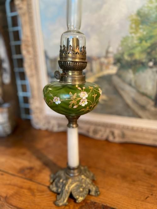 Lampe à pétrole, bronze, onyx et verre