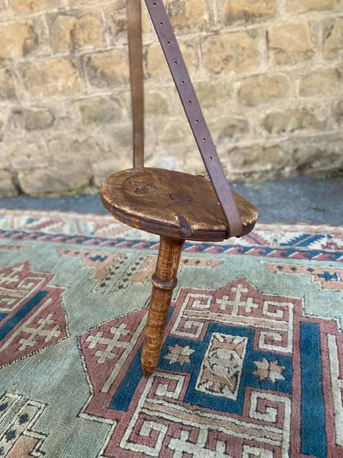 Chaise à traire ancienne