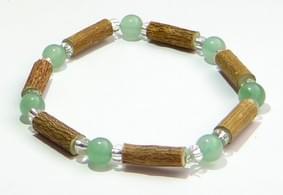 Bois de noisetier 6mm, aventurine verte et perles transparentes