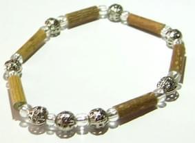 Bois de noisetier 4mm, perles argentées globe et transparentes