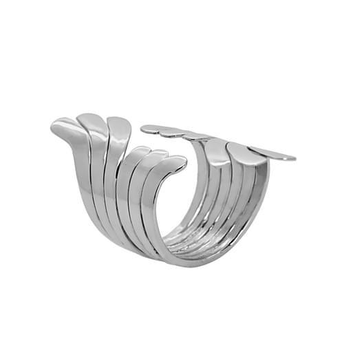 Elöl nyitott legyező gyűrű
