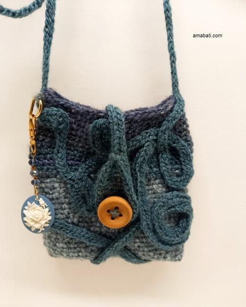 Pochette en laine avec bijou de sac- N°2