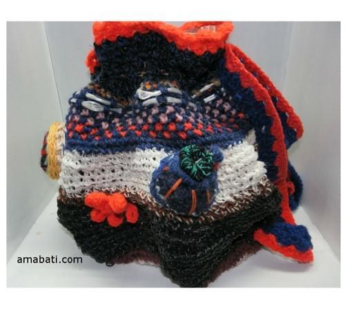 Sac besace en ficelle agricole et sculptures de laine