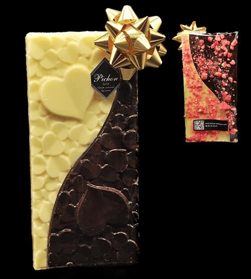 Tablette cœur chocolat noir / chocolat blanc avec éclats de Praline Rose