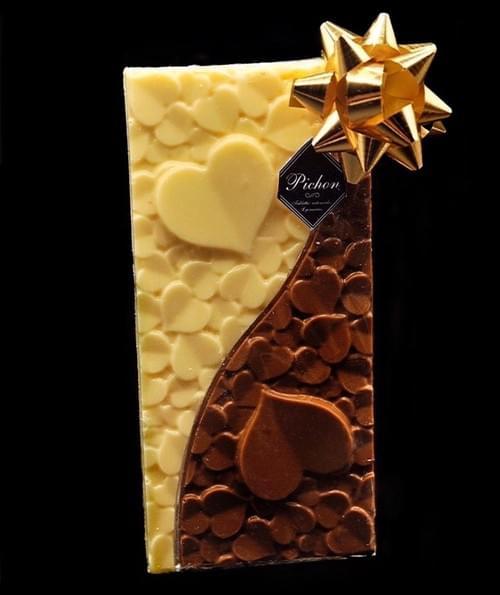 Tablette coeur chocolat au lait caramel / chocolat blanc avec éclats de Praline Rose