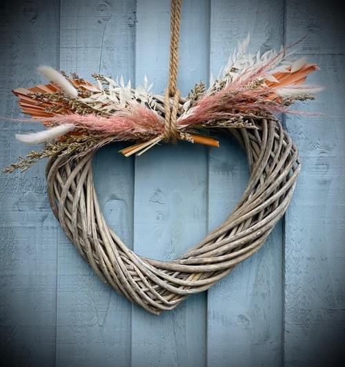 Indoor Top Floral Wicker Heart Wreath (Mixed dried)