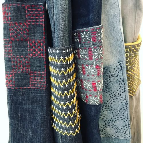 Tabliers en jean recyclé et poche brodé