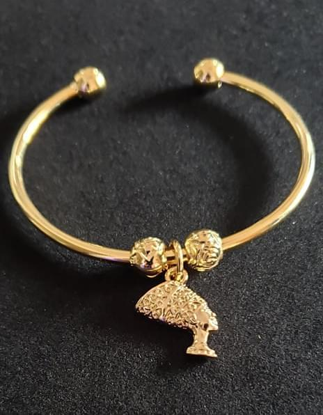 Nefertiti Bangle (Gold)