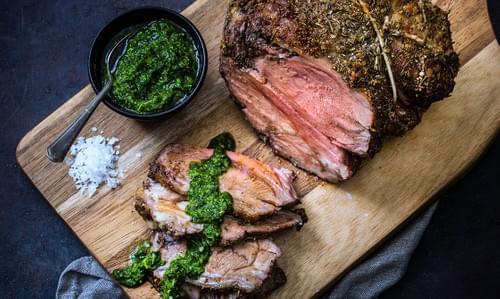 Epaule d'agneau, mayonnaise safranée et sauce chimichurri