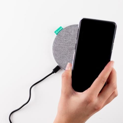 Fast wireless textile charger 10W
