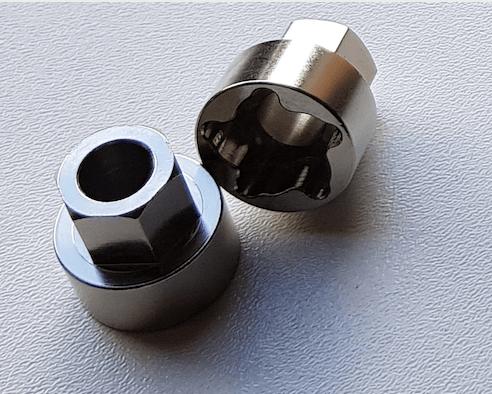 Anti-Diefstal kit M8 of M10,  4 slotmoeren met bijbehorende adapter en 4 stuks veerringen