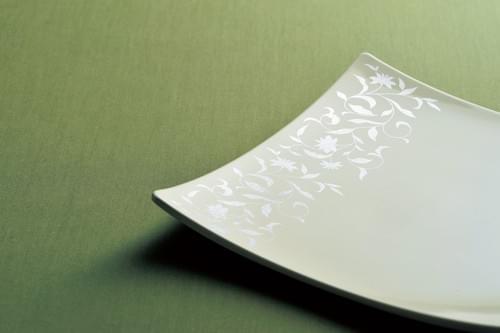 唐草角皿(白銀、黒銀)