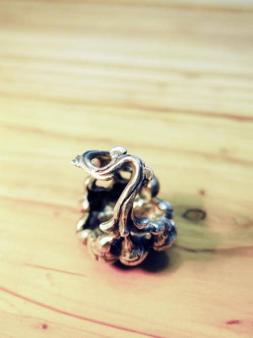蜂王戒指 / Queen Bee Ring