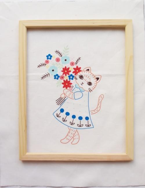 うっかり大きくしちゃった!『猫と花束』の刺繍キット(送料込)