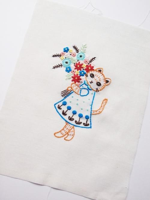 「猫と花束」刺繍キット (ハガキサイズ、送料込)