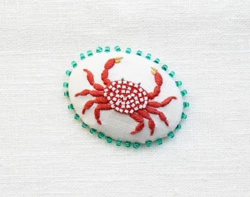 イチゴガニの刺繍ブローチキット