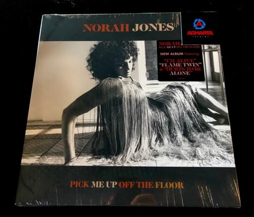 Norah Jones - Pick Me Up Off The Floor (Indie Exclusive On Black & White Vinyl)