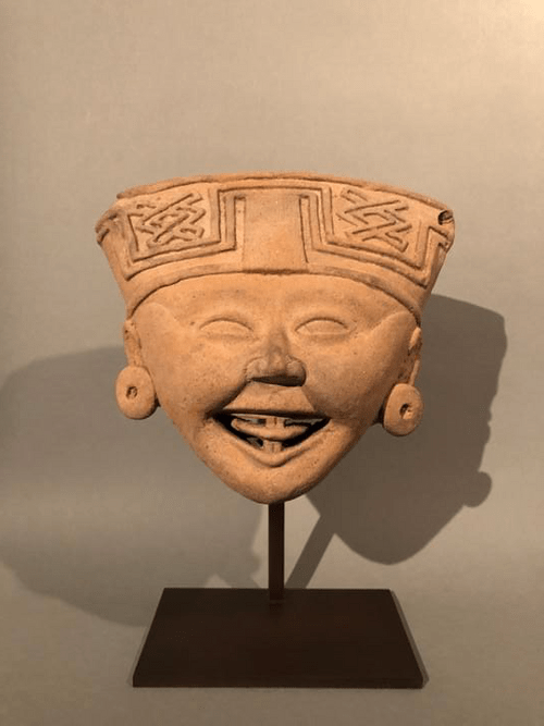 Tête souriante