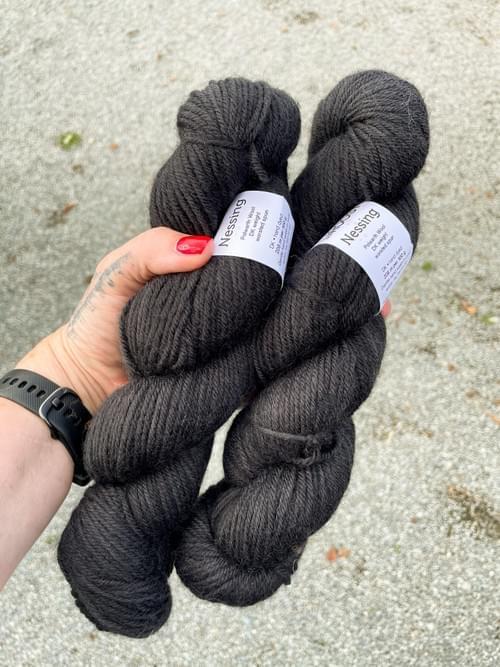Nessing Yarn – Tuxedo Colourway