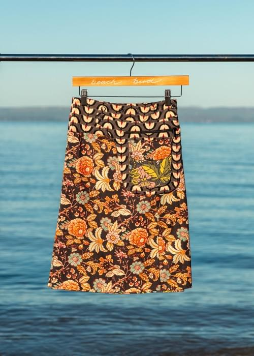 Knee length reversible skirt with detachable pocket fits 8-18