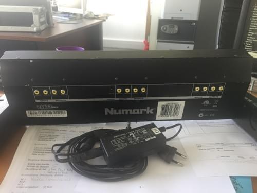 Ecran moniteur analogique NUMARK VM03MKII