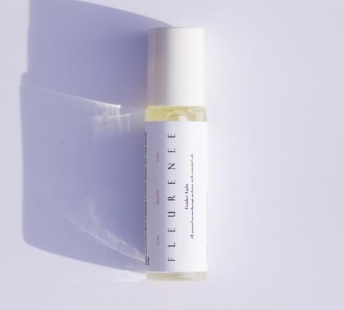 [FEATHER LIGHT] Aromatheratique perfume with essential oils