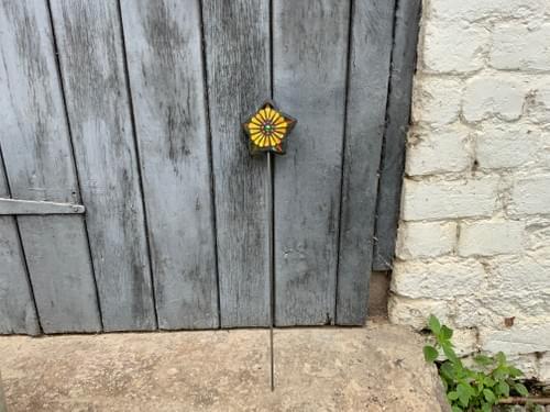 Starry Flower Garden Stake (50 cms) Oranges
