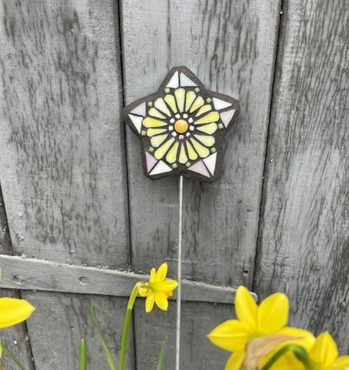 Starry Flower Garden Stake (50 cms) Pale Yellow