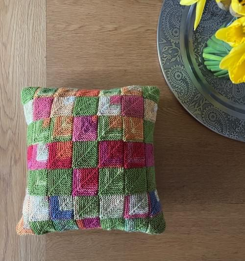 10 inch Handknitted Mosaic Cushion (DKC10/05)