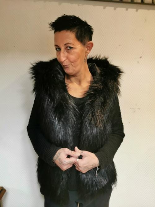 veste poils noire sans manches & capuche  38/40