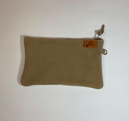 Modèle Pignot : Pochette cuir velours beige et cuir de poisson cognac