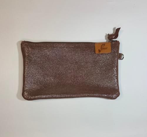 Modèle Dune : Pochette cuir velours pailleté muscat et cuir de poisson chocolat