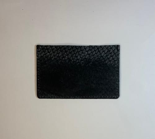Porte-carte modèle Dune cuir noir lisse et cuir de poisson carbone