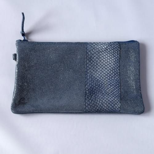 Modèle Pignot :Pochette cuir pailleté bleu et cuir de poisson marine