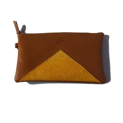 Modèle Dune : Pochette cuir lisse cognac et cuir de poisson moutarde