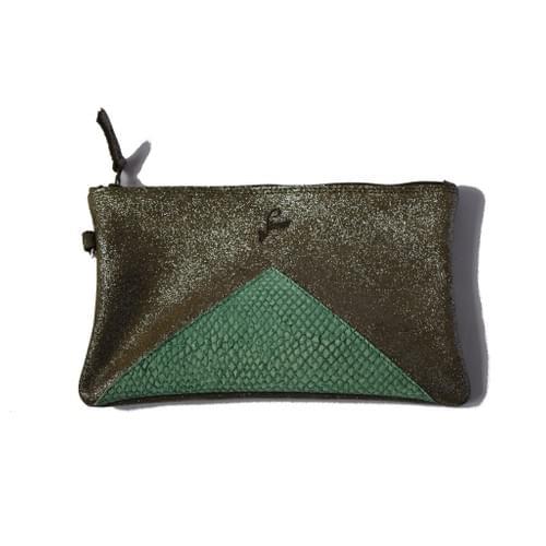 Modèle Dune : Pochette cuir pailleté kaki et cuir de poisson vert bouteille