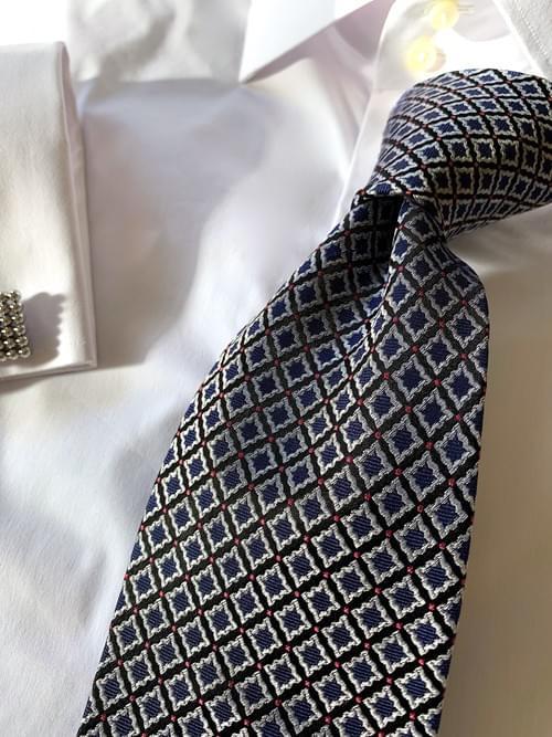NEW - Navy Silver Diamond Frames Tie