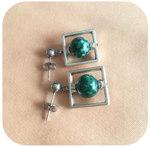 Boucles d'oreilles carré avec Perle Jaspe green spot