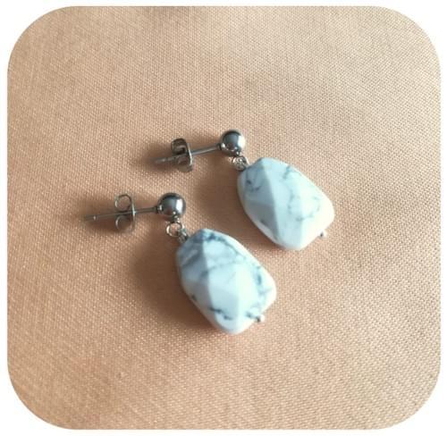 Boucles d'oreilles acier ou argent 925 et polygone Howlite facettes