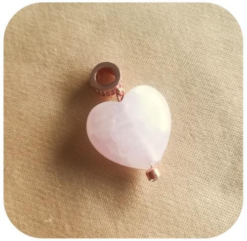 Pendentif Cœur Quartz rose avec bélière or rose et zircons