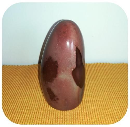Pierre décorative en Jaspe Mokaite - brun rosé et bleuté et taches pourpres
