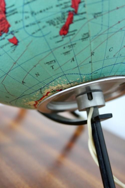 Globe terrestre tripode lumineux