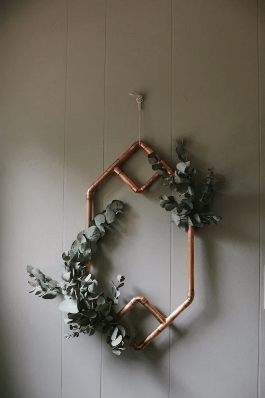 Copper pipe arch with hexagon details and tropical foliage