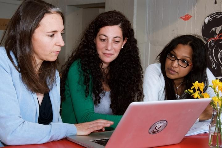 Alina Siegfried and two other women work collaboratively around a laptop