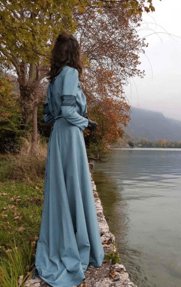 Boname_Ensemble_bleu_Colette_Au_bord_du_lac_dAnnecy
