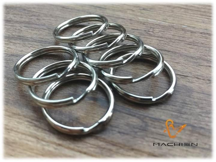 MACHIEN Inc.'s shoelaces accessories-Puffer into pouting (metal split rings)