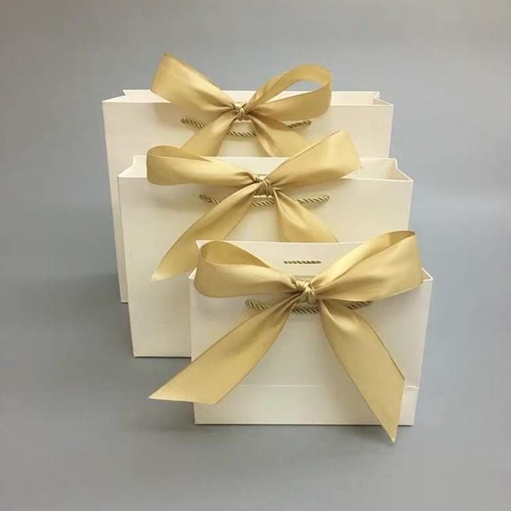 Custom Luxury Paper Wedding Gift Bags with ribbon