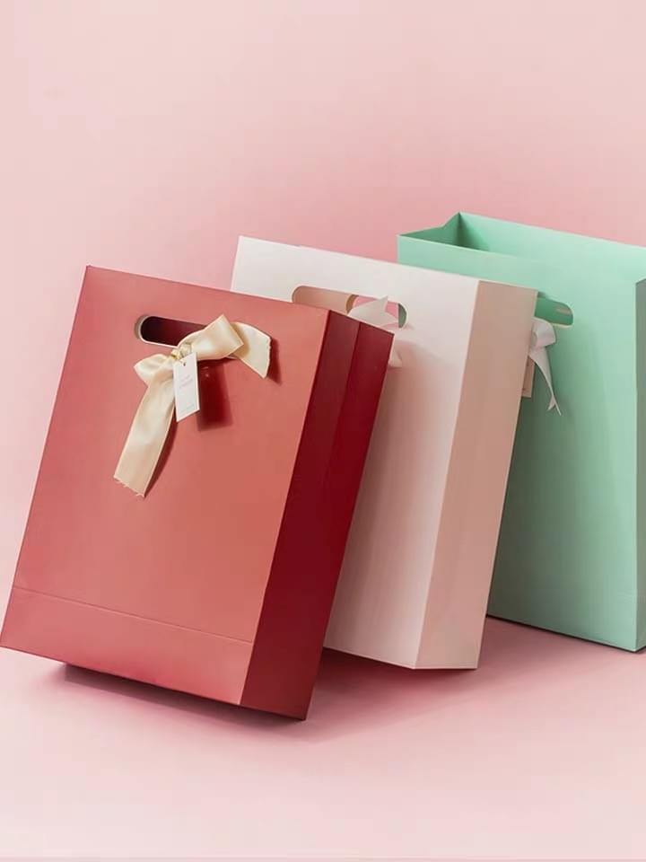 Custom Handle Hole Wedding Paper Gift Bags​ with Ribbon