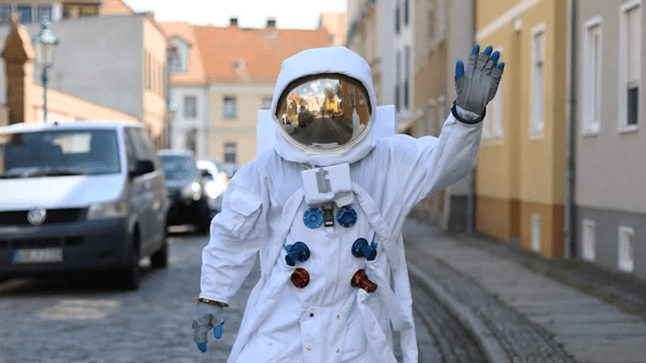 Silent Rocco's Lostronaut - a realistic astronaut walkact moving in low gravity